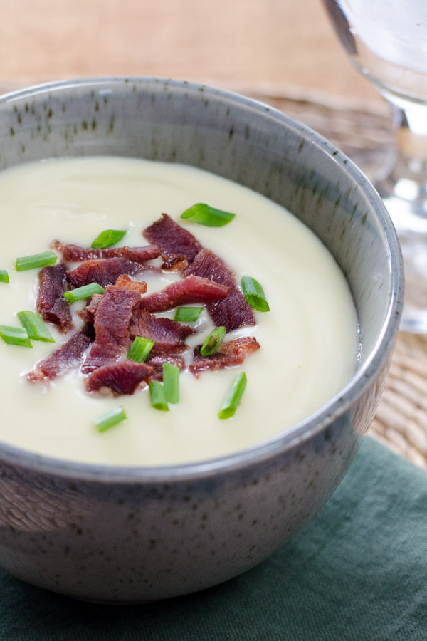 Cauliflower celeriac soup with bacon