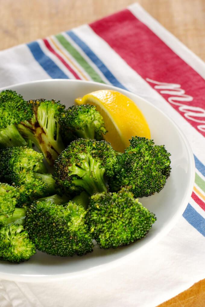 simple garlic roasted broccoli