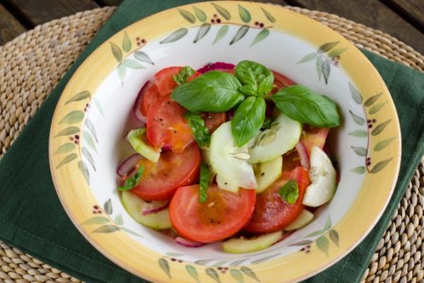 tomato-cucumber-salad680x450