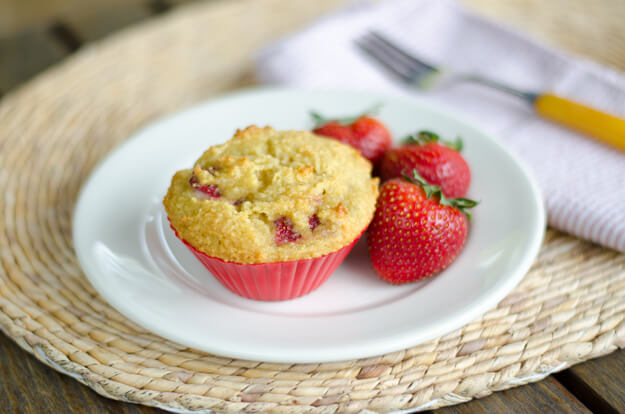 Paleo Strawberry Muffins | Paleo Recipes for Spring
