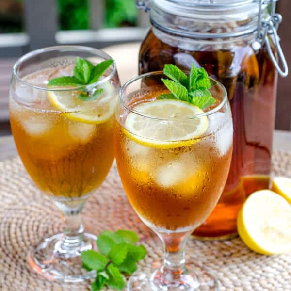 Cold Brew Iced Tea with Lemon and Mint