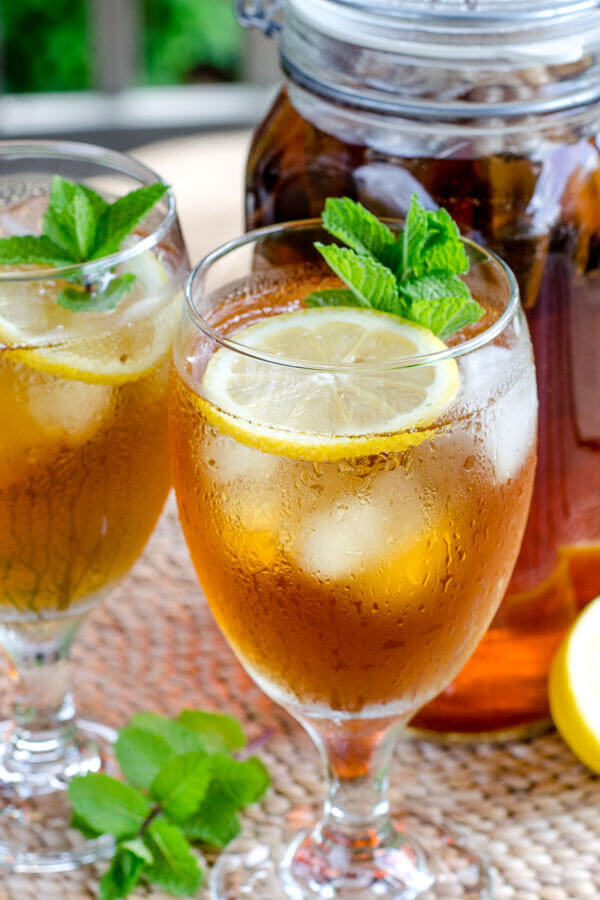 Cold brew iced tea with lemon and mint.