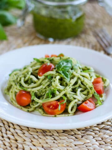 Zoodles with pesto sauce and tomatoes