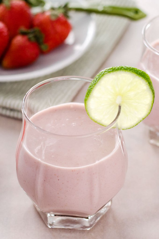 strawberry coconut smoothie - cook eat paleo