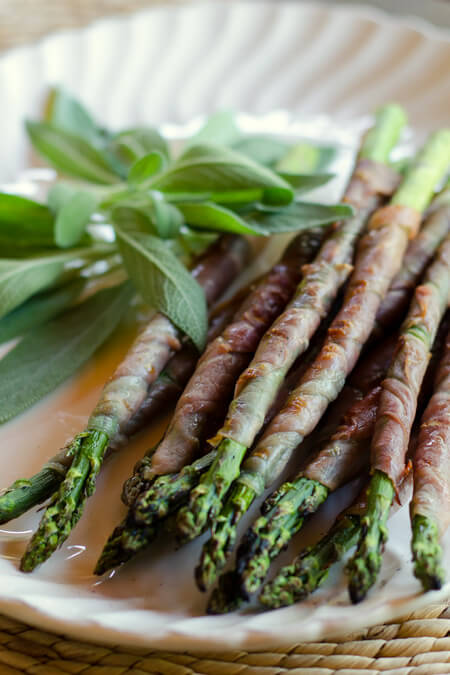 Prosciutto-wrapped grilled asparagus on cookeatpaleo.com