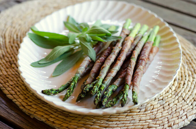 Proscuitto-Wrapped Asparagus | 8 Easy Paleo Appetizers for the Holidays| cookeatpaleo.com