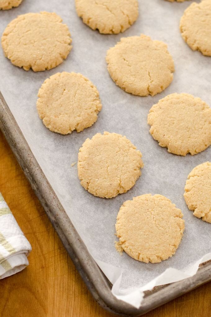 Paleo Hazelnut Cookies | Easy Paleo Cookie Recipes for Holiday Baking