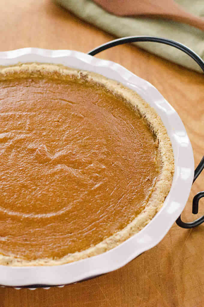 Paleo Pumpkin Pie Recipe - This paleo pumpkin pie is a quick and easy gluten-free pumpkin pie recipe for fall or Thanksgiving. It's gluten-free, grain-free, and refined sugar-free.