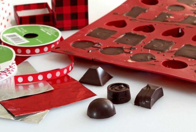 Homemade Chocolate Peppermint Candies – Paleo Newbie | 10 Easy Chocolate Recipes that are Dairy Free | Gluten Free Paleo Recipes