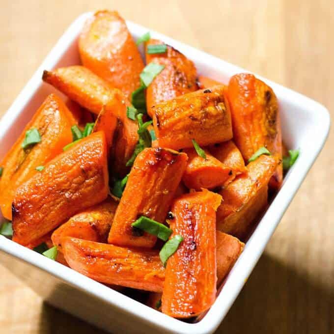 Easy Roasted Carrots | paleo, gluten-free, dairy-free recipe