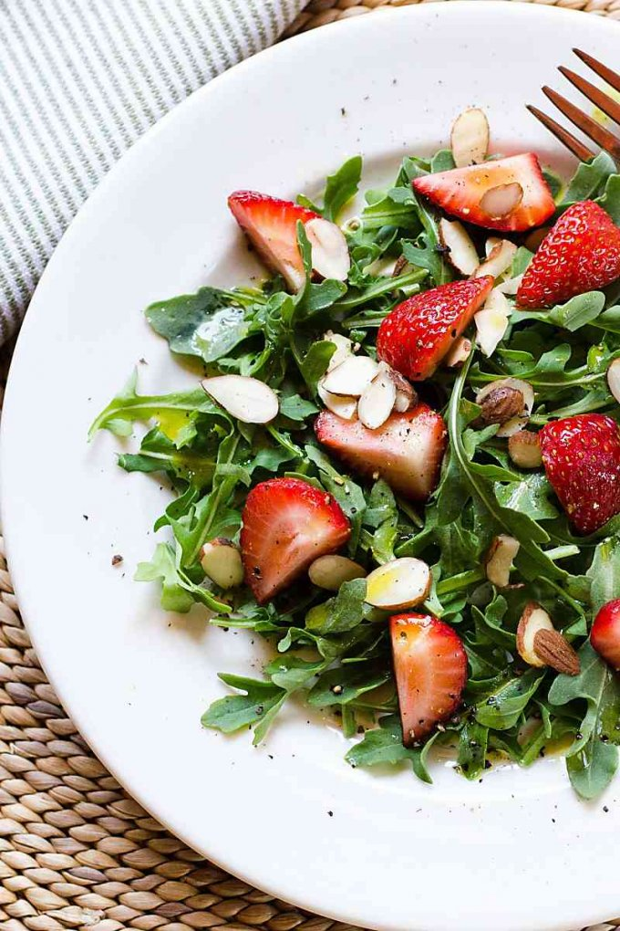 Red and green salad with arugula and strawberries - Keto Christmas Recipes