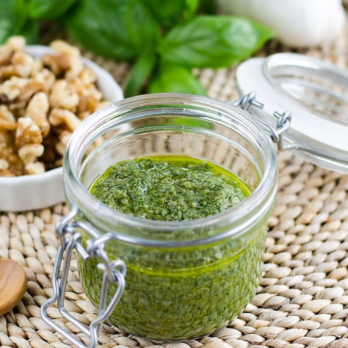 Roasted Garlic Pesto | Easy Paleo Dip & Salsa Recipes