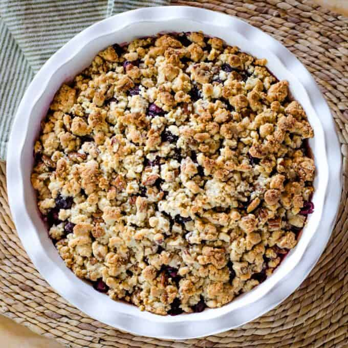 Blueberry crumble with almond flour