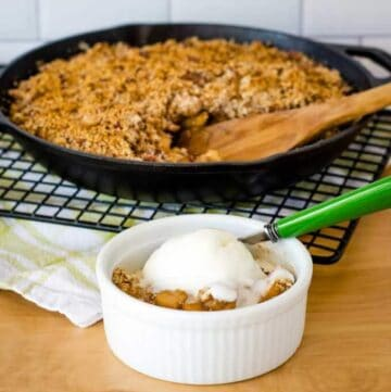 Apple crisp with ice cream